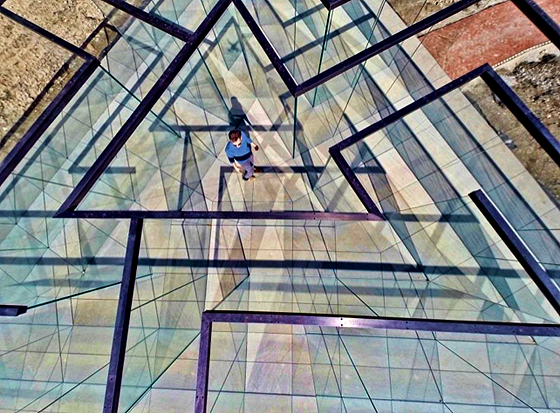 glass-labyrinth-2
